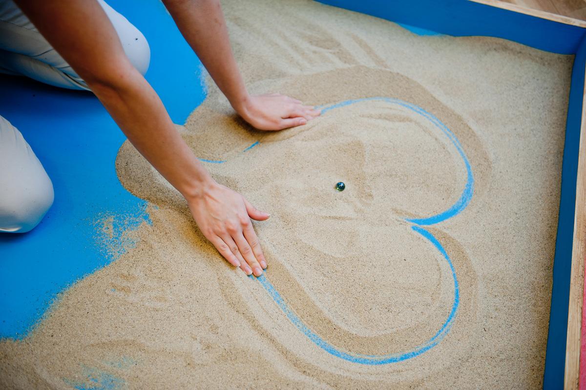 игры на песке с картинками людей интересует