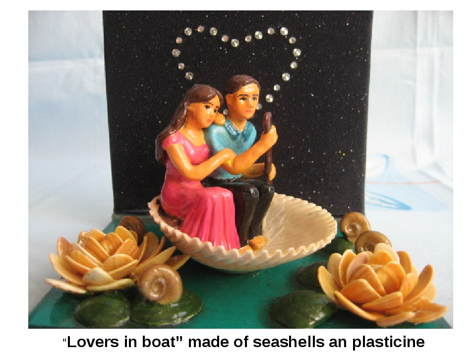 """Lovers in boat"" made of seashells an plasticine"