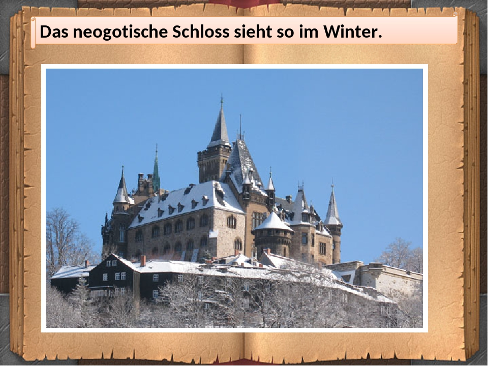Das neogotische Schloss sieht so im Winter.